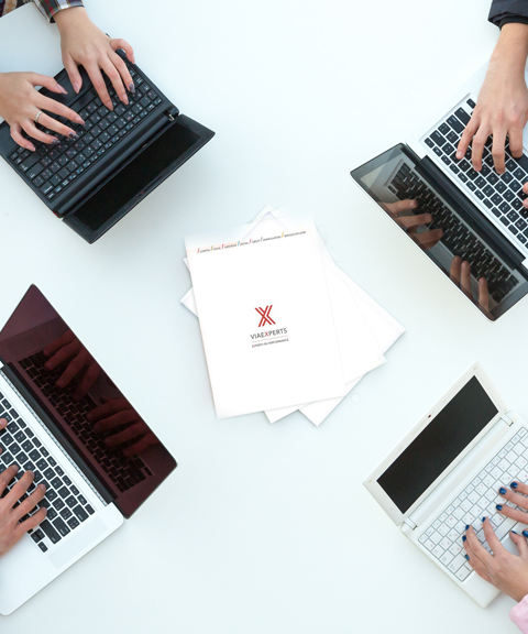 Avec une vision 360° et une assistance 24/7, ViaExperts propose un service simple et flexible avec des formules adaptées pour les entreprises de toutes tailles. Image d'illustration.